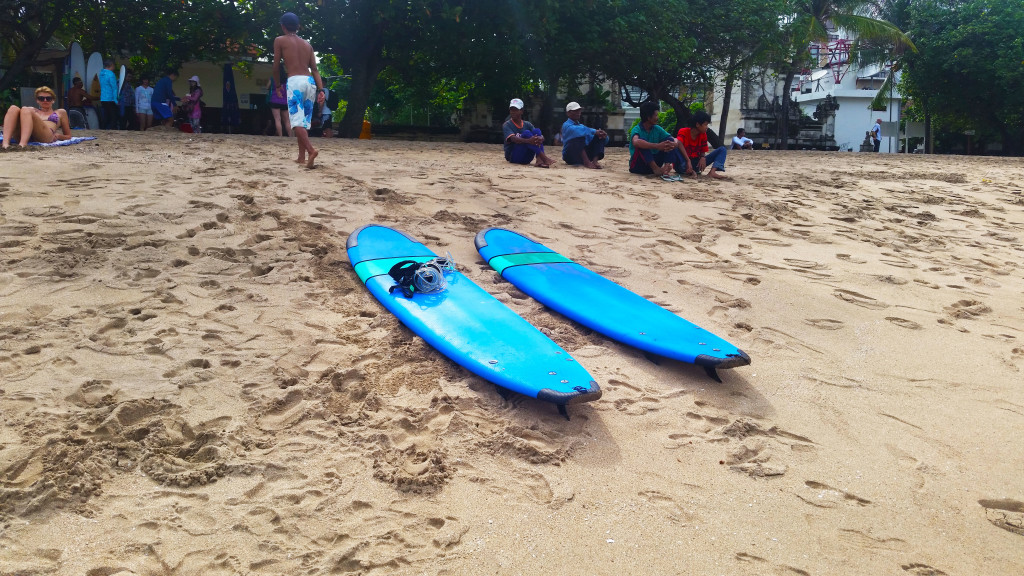 surfing kuta beach bali