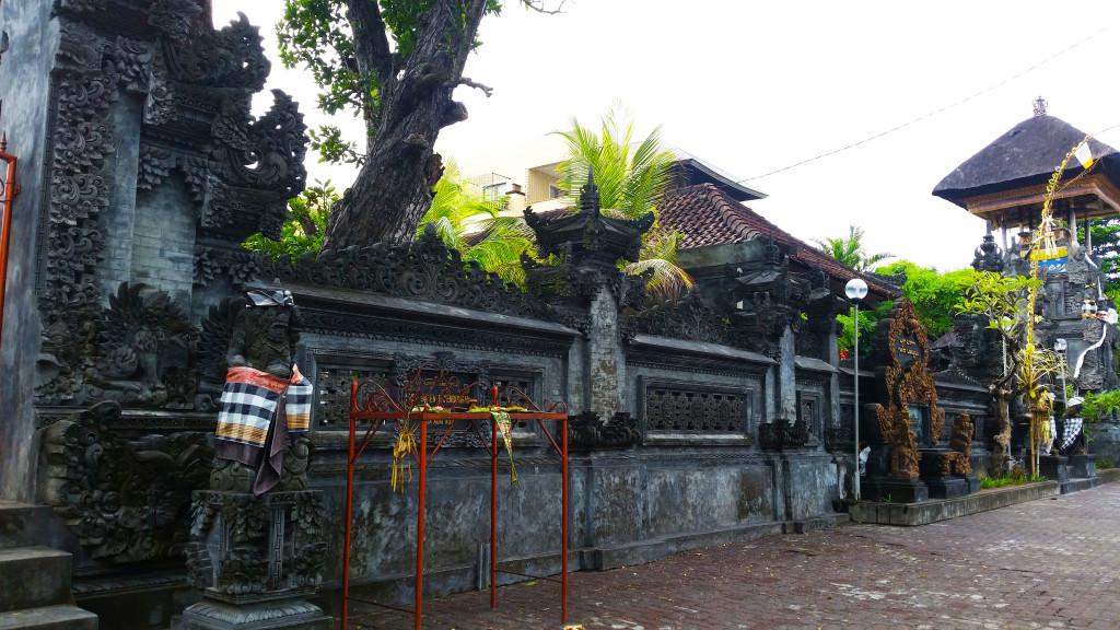 Bali kuta beach wall