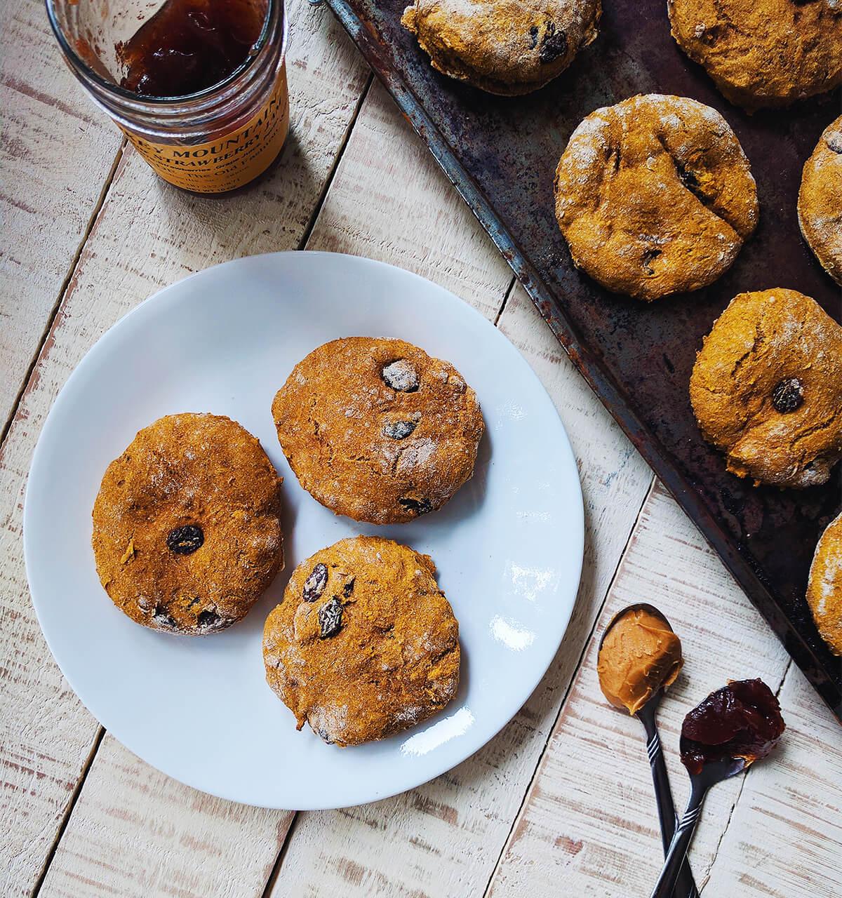 pumpkin raisin scones