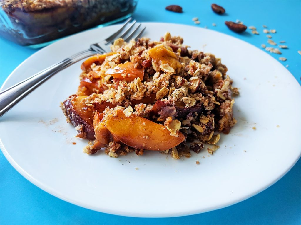 Healthy sugar free peach crisp | spartanlifeblog.com