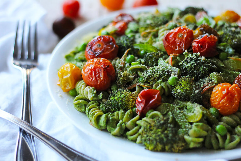 healthy superfood pesto pasta | spartanlifeblog.com