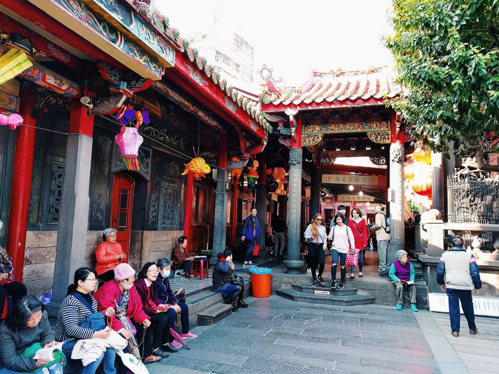Lungshan Temple alley