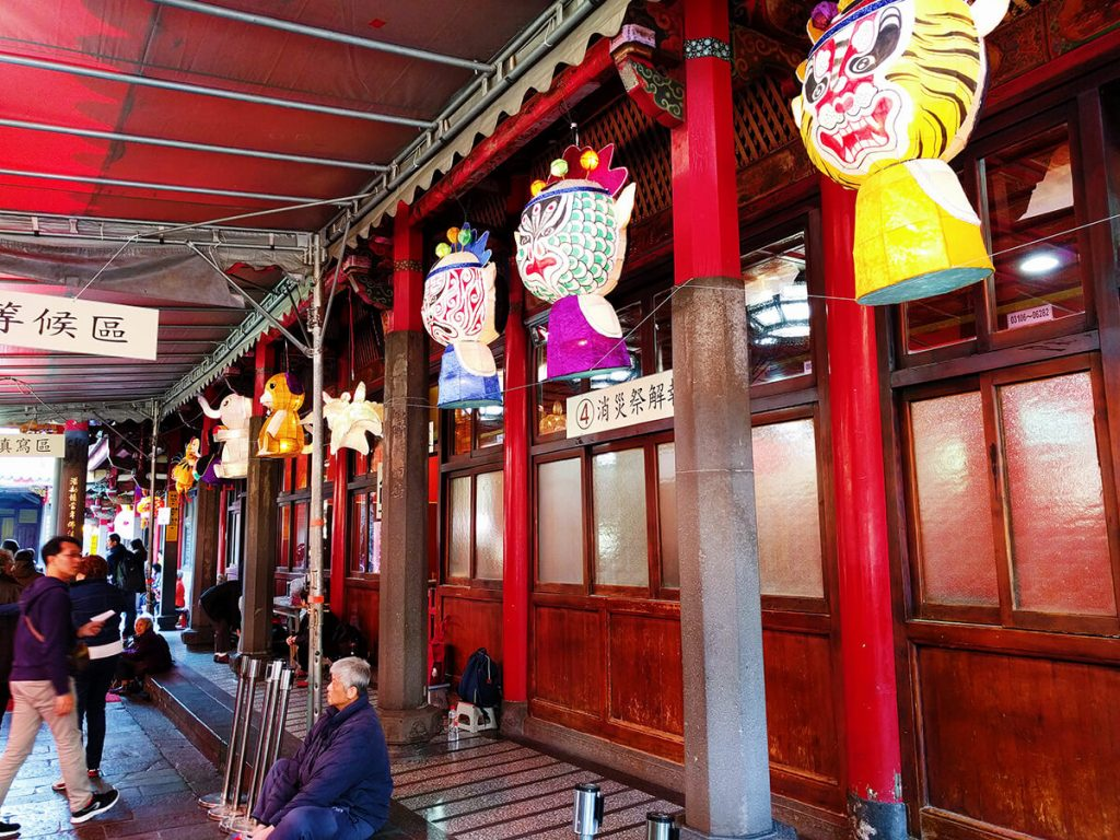 Lungshan Temple lanterns things to do in taipei