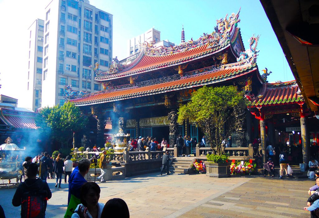 Lungshan Temple main area