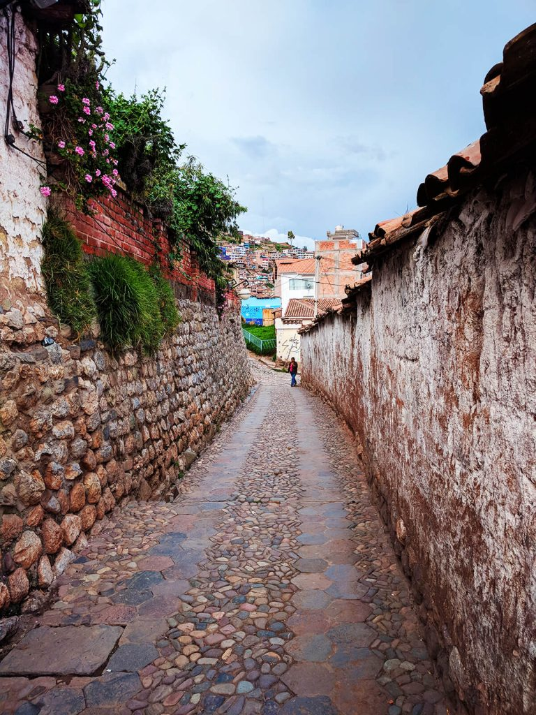 cusco alleyways backpacking