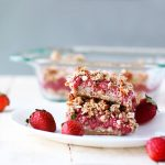 strawberry crumb bars | spartanlifeblog.com
