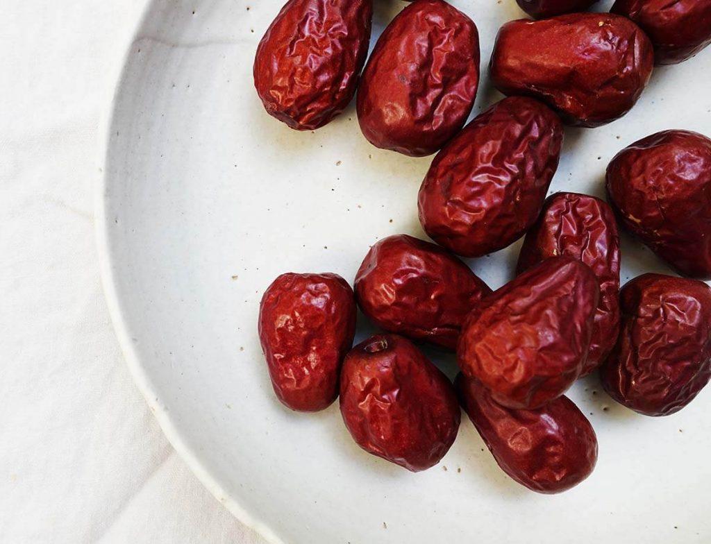 vegan chocolate pudding with dates
